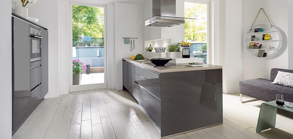 offene k chen kochen und wohnen in einem m bel kraft. Black Bedroom Furniture Sets. Home Design Ideas
