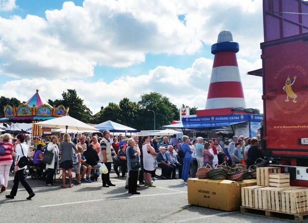 Hamburger Fischmarkt Auf Tour Macht Halt Bei Möbel Kraft In Buchholz